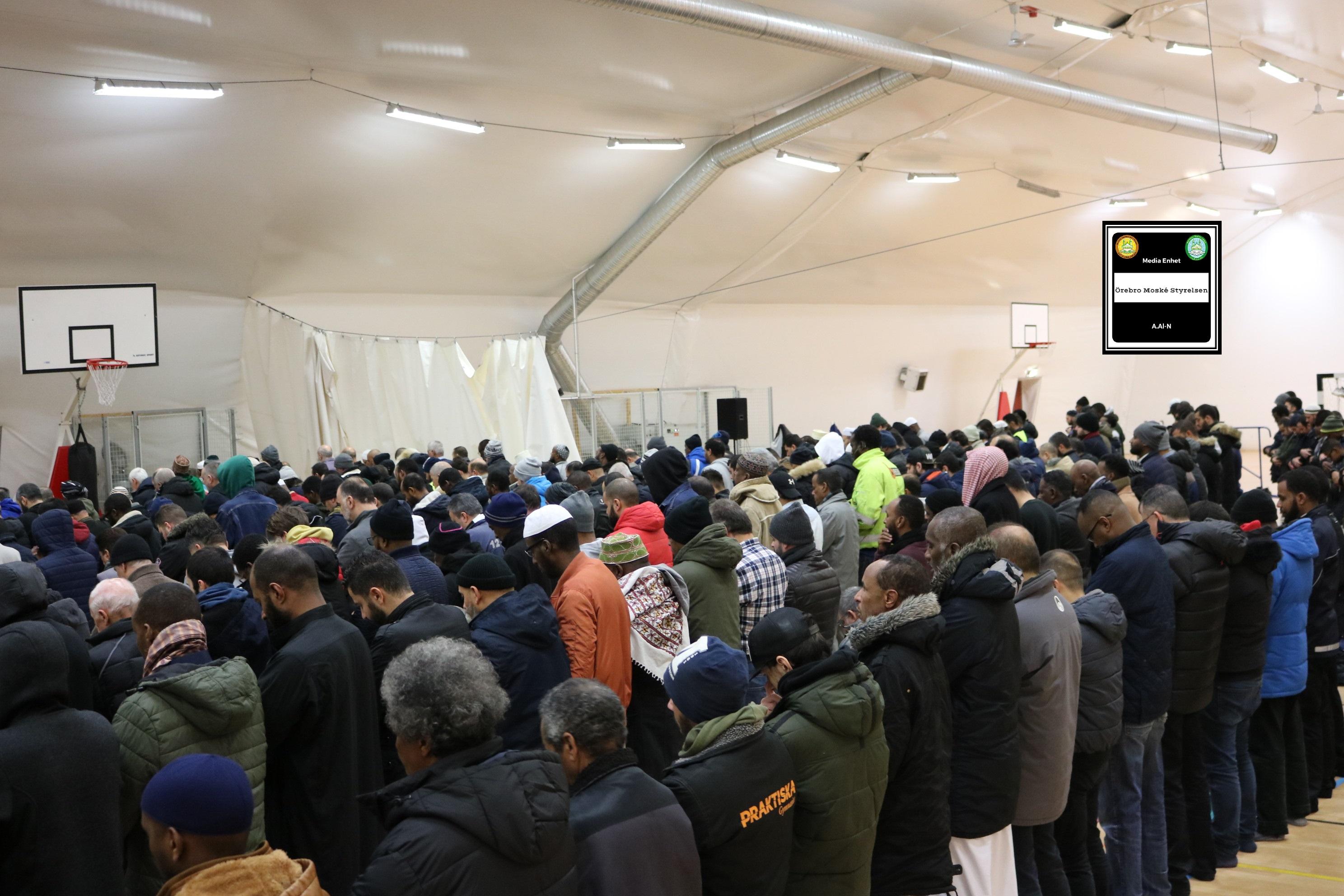 """اخطاء المصلين *************************** 2018-11-23 *************************** Shikh Abu Husam Hariri *************************** Friday Bön – Friday Prayers صلاة الجمعة *************************** FILMED ON LOCATION *************************** Ballonghallen i Örebro """"En tillfällig plats efter moskén brändes"""" *************************** Sverige – السويد – Sweden *************************** DIRECTED BY ********************************* A.Al-N ********************************* Effected Video (Facebook) ********************************* Irakier i Örebro – Iraqis in Orebro (Facebook) ********************************* Örebro moské älskare – Orebro mosque lovers – محبي مسجد اوربرو (Facebook) ************************************************ Effected Video (YouTube) http://www.youtube.com/channel/UCSEb-ibpdTXYFwLsCf8E3Aw ************************************************ Baghdad forever (YouTube) http://www.youtube.com/user/baghdadiforever"""