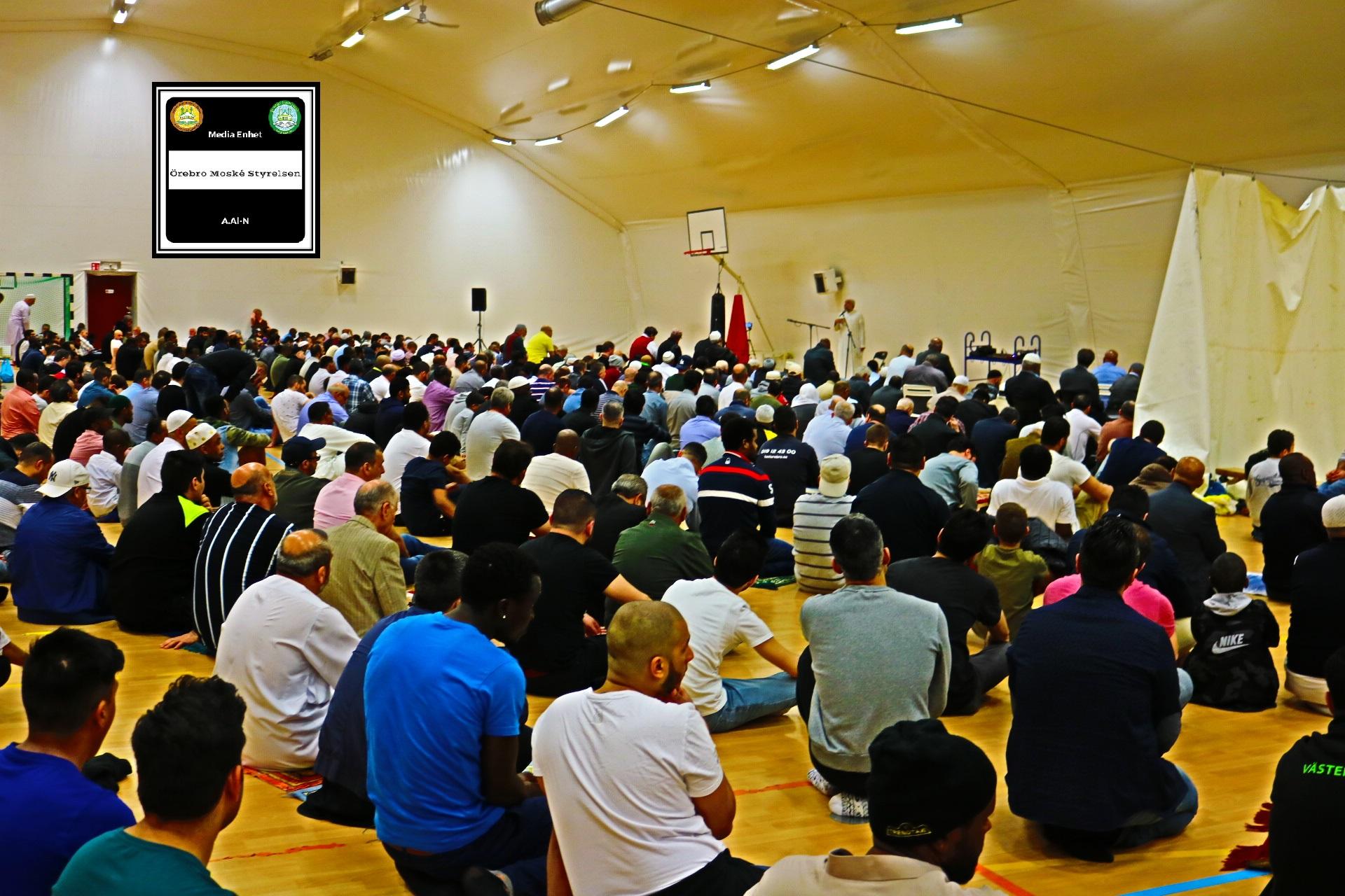 """هدى النبي في حل النزاعات 2019-04-26 *************************** Shikh Abu Husam Hariri *************************** Friday Bön - Friday Prayers صلاة الجمعة *************************** FILMED ON LOCATION *************************** Ballonghallen i Örebro """"En tillfällig plats efter moskén brändes"""" *************************** Sverige - السويد – Sweden *************************** DIRECTED BY ********************************* A.Al-N ********************************* Effected Video (Facebook) ********************************* Irakier i Örebro - Iraqis in Orebro (Facebook) ********************************* Örebro moské älskare - Orebro mosque lovers - محبي مسجد اوربرو (Facebook) ************************************************ Effected Video (YouTube) http://www.youtube.com/channel/UCSEb-ibpdTXYFwLsCf8E3Aw ************************************************ Baghdad forever (YouTube) http://www.youtube.com/user/baghdadiforever"""