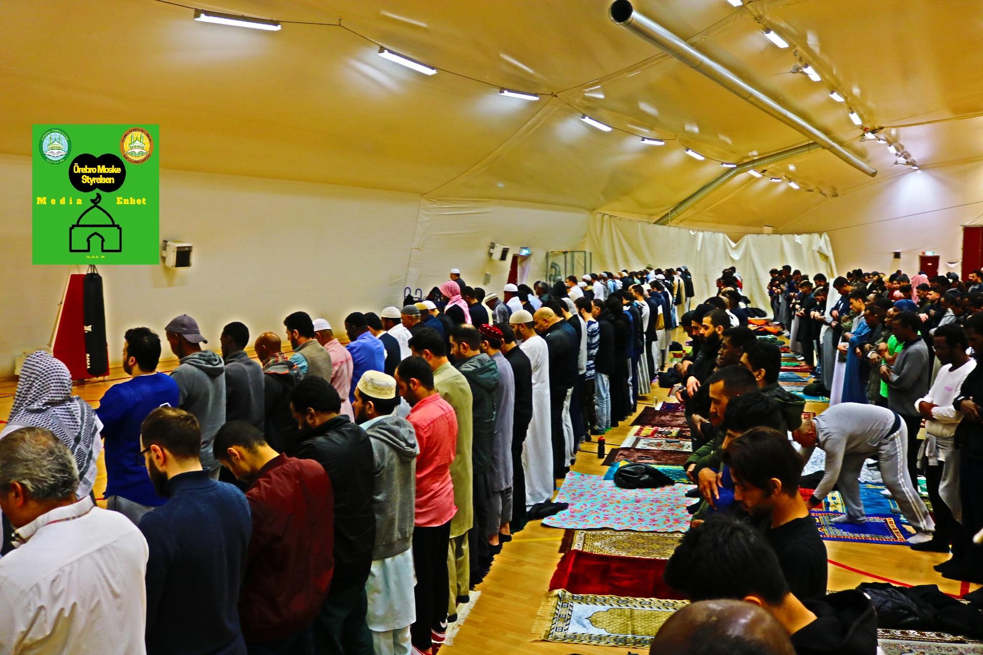 """صلاة العشاء والتراويح لليوم الخامس من شهر رمضان المبارك 10/05/2019 Ramadan Mubarak ********************************* FILMED ON LOCATION ********************************* Ballonghallen i Örebro """"En tillfällig plats efter moskén brändes"""" *************************** Sverige - السويد – Sweden ********************************* DIRECTED BY ********************************* A.Al-N ********************************* Effected Video (Facebook) ********************************* Irakier i Örebro - Iraqis in Orebro (Facebook) ********************************* Örebro moské älskare - Orebro mosque lovers - محبي مسجد اوربرو (Facebook) ************************************************ Effected Video (YouTube) http://www.youtube.com/channel/UCSEb-ibpdTXYFwLsCf8E3Aw ************************************************ Baghdad forever (YouTube) http://www.youtube.com/user/baghdadiforever"""