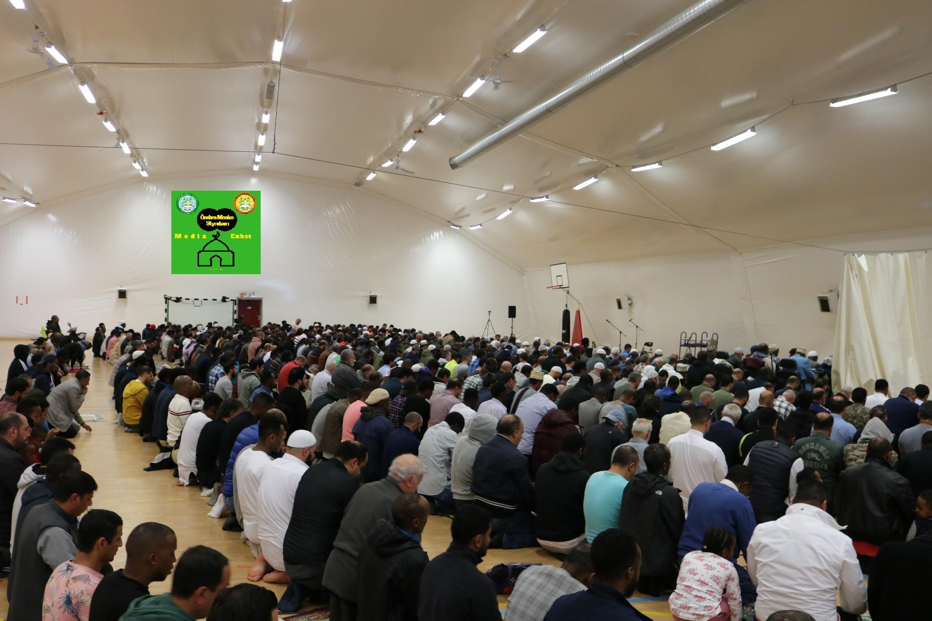 """فائدة: شهر الله المحرم: فائدة مأخوذة من خطبة اليوم الهجرة دروس وعبر *************************** Shikh Abu Husam Hariri - 06/09/2019 *************************** Friday Bön - Friday Prayers - صلاة الجمعة *************************** FILMED ON LOCATION *************************** Ballonghallen i Örebro """"En tillfällig plats efter moskén brändes"""" *************************** Sverige - السويد – Sweden ************************************************ DIRECTED BY ********************************* A.Al-N ********************************* Effected Video (Facebook) ********************************* Irakier i Örebro - Iraqis in Orebro (Facebook) ********************************* Örebro moské älskare - Orebro mosque lovers - محبي مسجد اوربرو (Facebook) ************************************************ Effected Video (YouTube) http://www.youtube.com/channel/UCSEb-ibpdTXYFwLsCf8E3Aw ************************************************ Baghdad forever (YouTube)http://www.youtube.com/user/baghdadiforever"""